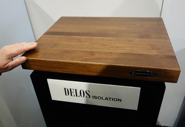 IsoAcoustics giới thiệu tấm đế chống rung Delos dành cho mâm đĩa than