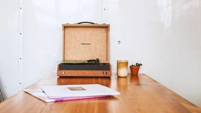 Crosley Momento: Mâm đĩa than giá rẻ hỗ trợ kết nối bluetooth