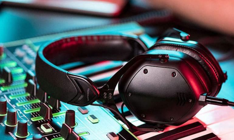 V-Moda ra mắt dòng tai nghe cao cấp Crossfade M-100 Master