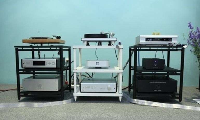 Thưởng thức âm nhạc từ hệ thống ampli T+A Power Plants