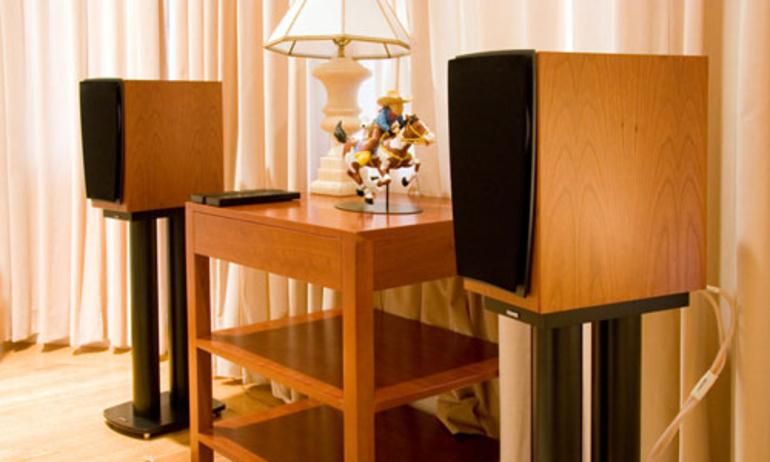 Thưởng thức âm nhạc từ hệ thống loa bookshelf Dynaudio Contour 1.4 LE