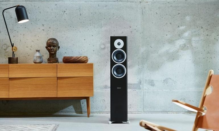 Thưởng thức âm nhạc từ hệ thống loa cột Dynaudio Focus 400 XD