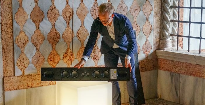 Bang & Olufsen giới thiệu loa soundbar Beosound Stage