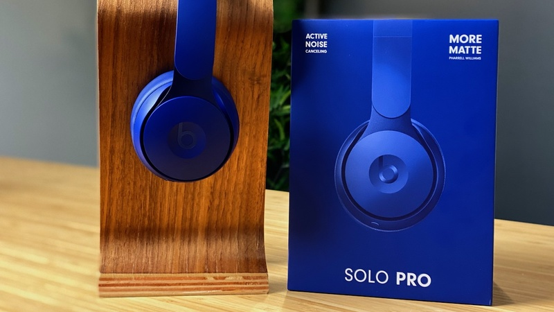 Beats ra mắt tai nghe on-ear chống ồn đầu tiên mang tên Solo Pro