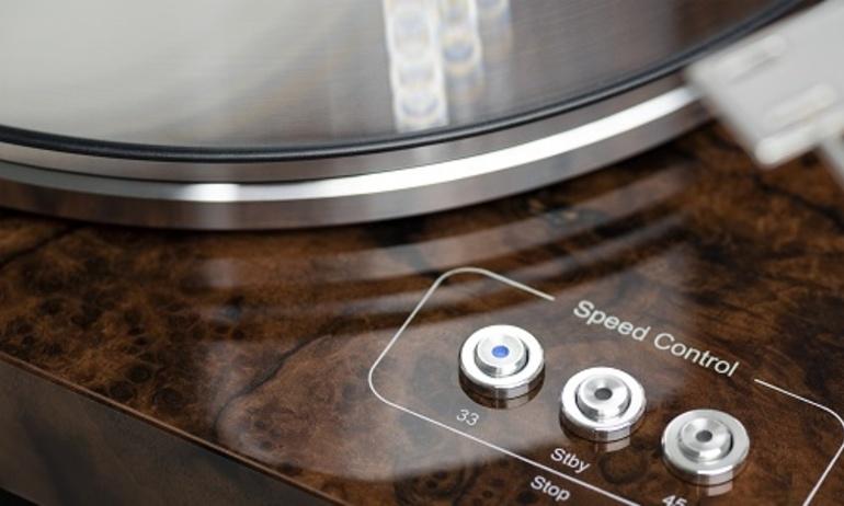 Pro-Ject Audio Systems tung màu mới cho các dòng mâm Xtension và Signature Series