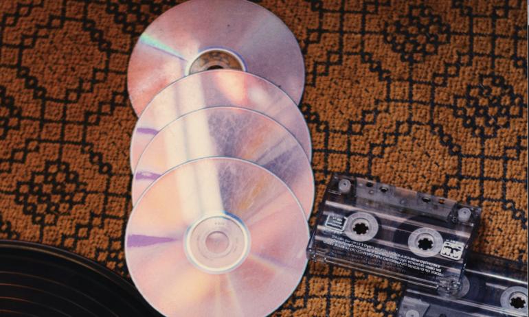 Doanh thu thị trường âm nhạc tại Anh bất ngờ đạt cột mốc chưa từng có từ 2006