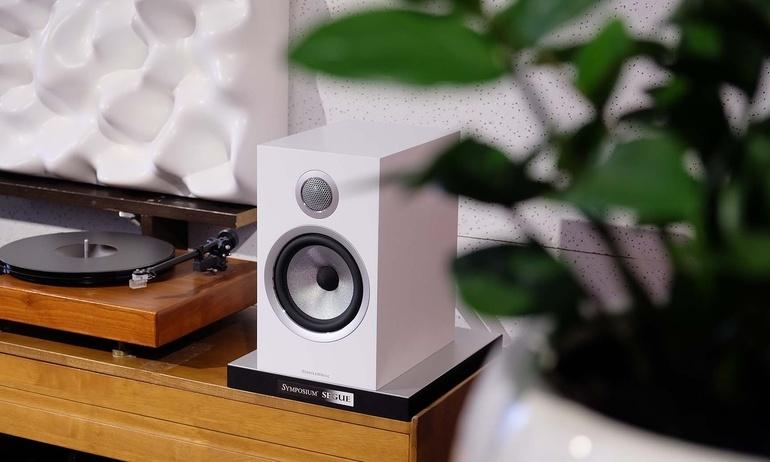 Bowers & Wilkins 706 S2: Đem chất âm hi-end đến các hệ thống nghe nhạc tầm trung