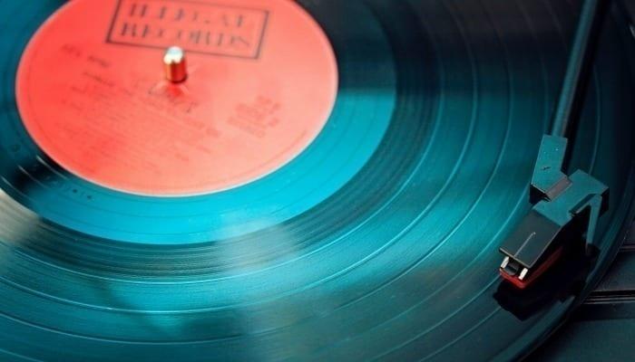 Amazon tạm ngừng nhập thêm CD và Vinyl giữa mùa dịch COVID-19