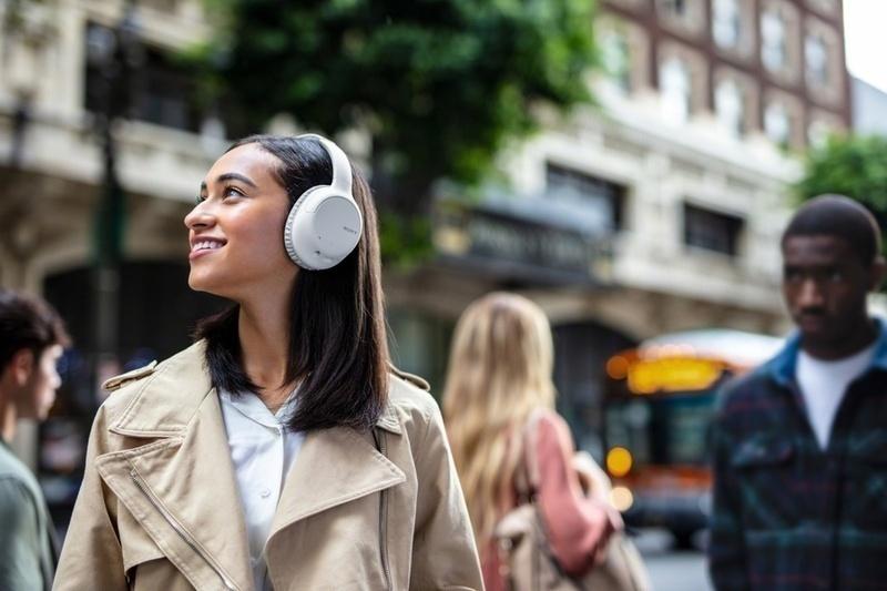 Sony trình làng tai nghe không dây, chống ồn WH-CH710N