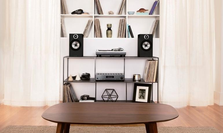 Nghe nhạc cao cấp trong phòng nhỏ với loa bookshelf Bowers & Wilkins 606