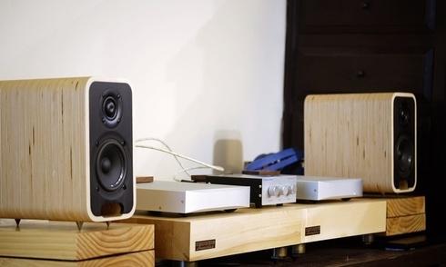 Thưởng thức âm nhạc từ hệ thống loa Audel Sonika MK2