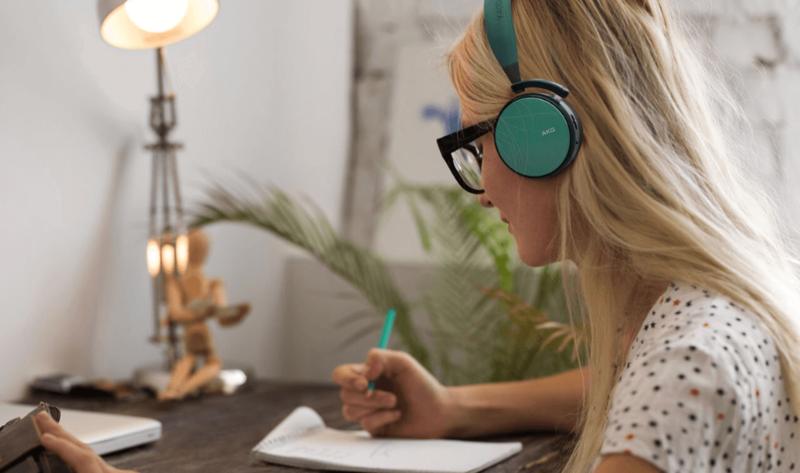 AKG trình làng bộ đôi tai nghe không dây mới cùng thiết kế thời trang hơn