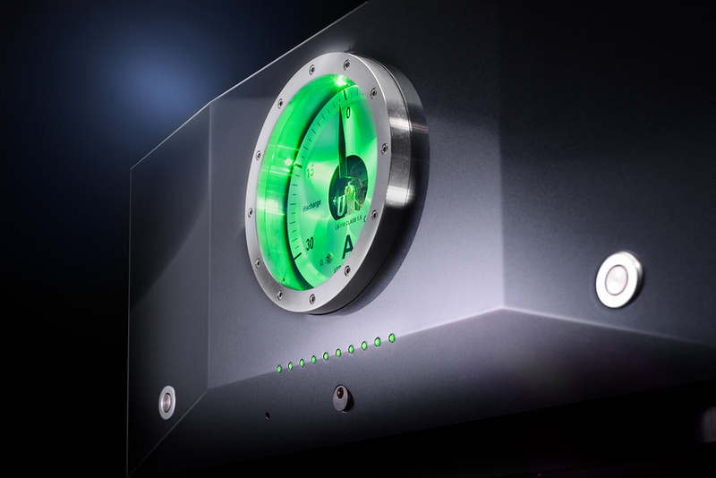 Vì sao audiophile dùng pin cho hệ thống âm thanh hi-end thay vì dùng nguồn điện trực tiếp?