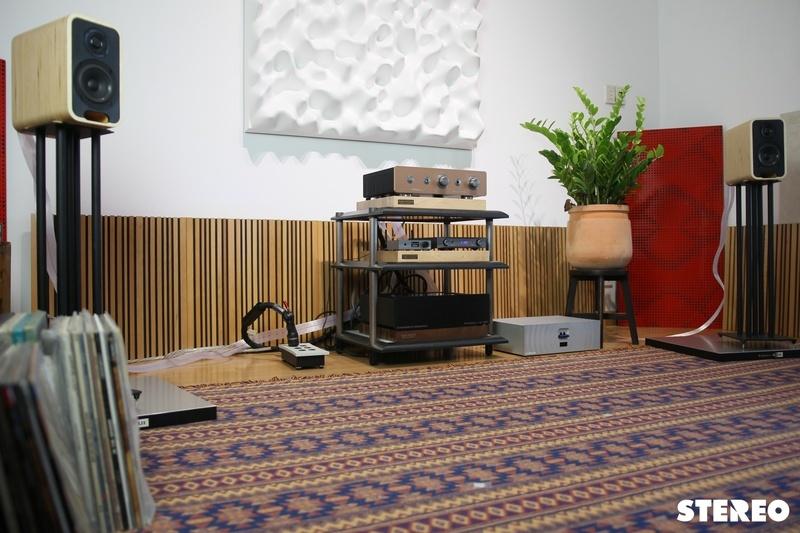 Nghe nhạc với dây nguồn Audience Forte F3