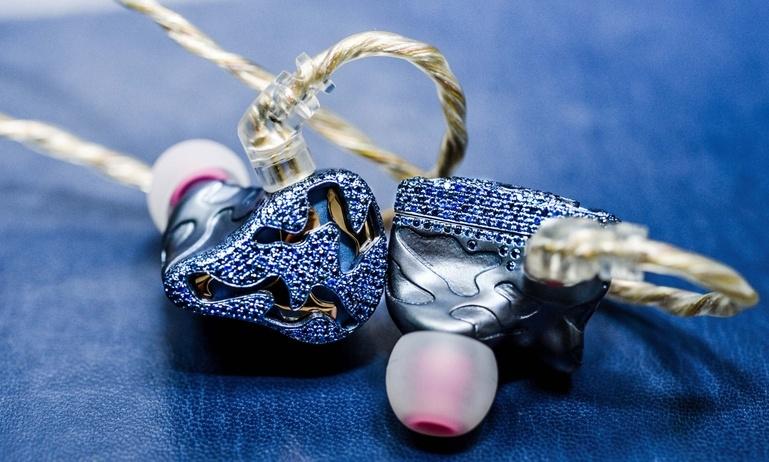 QDC ra mắt tai nghe in-ear Blue Dragon: Nạm 800 viên Sapphire, giá hơn 300 triệu đồng