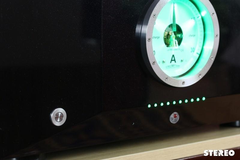 Cấp nguồn dùng pin Stromtank S1000