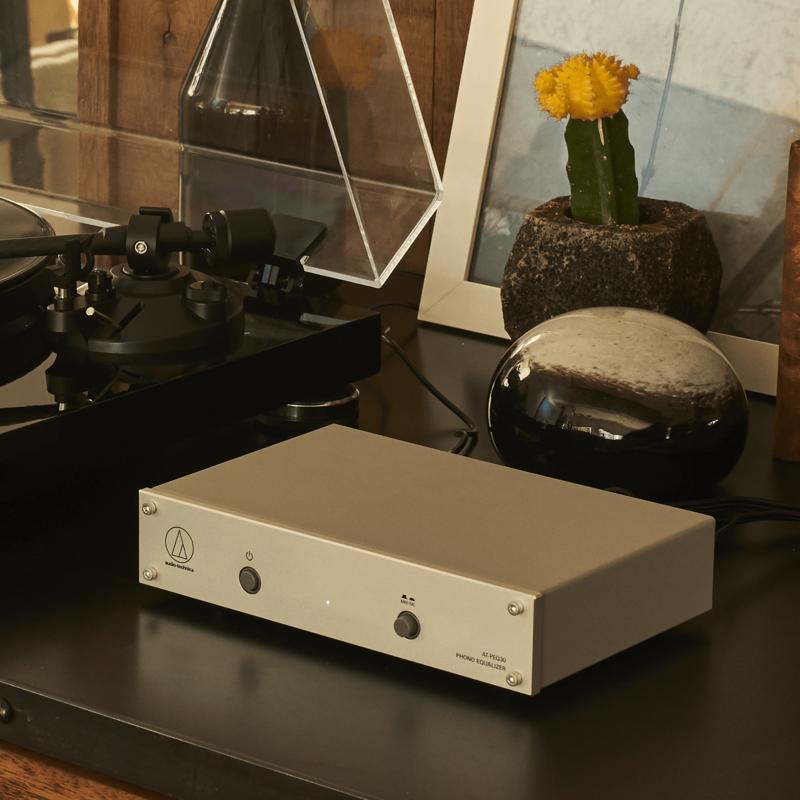 Audio-Technica ra mắt phono giá rẻ AT-PEQ30, nâng cấp cho phono tích hợp của mâm đĩa than