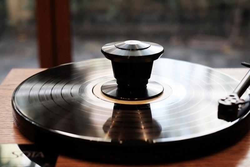 Loại bỏ rung động trên đĩa than với tạ chặn đĩa Nasotec VEM Record Clamp