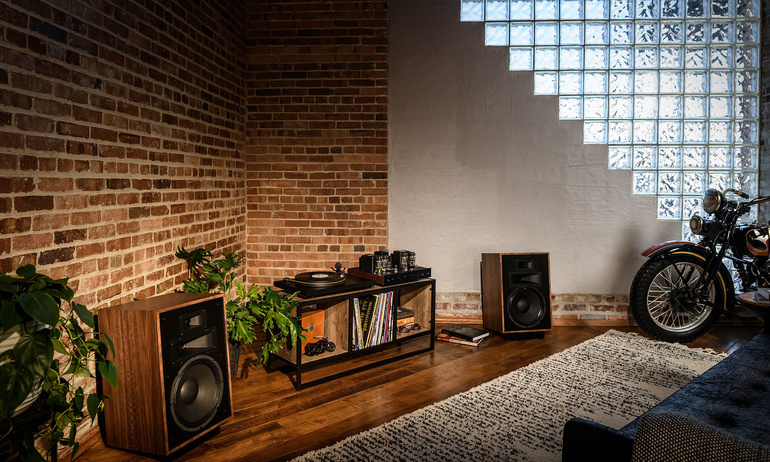 Phối ghép nghe nhạc hi-end tiện nghi cho cuộc sống hiện đại: Cocktail Audio X14 & Klipsch Heresy IV (P.1)