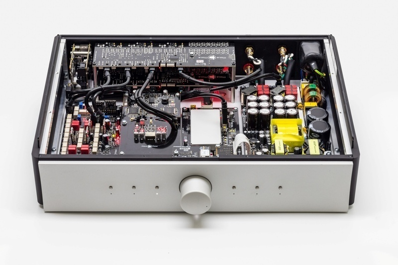 Kula: Ampli tích hợp Class D đầu tay từ thương hiệu Mola-Mola
