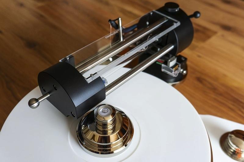 Lucxar giới thiệu mâm đĩa than hi-end sử dụng Krion