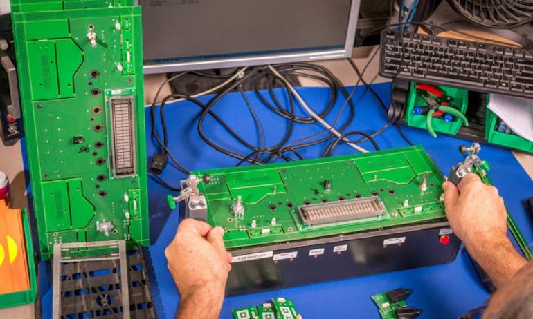 McIntosh bật mí quá trình sản xuất bảng mạch