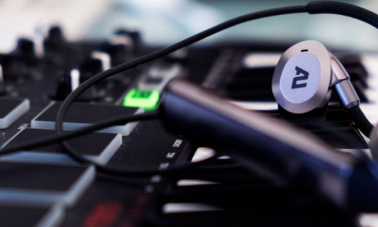 Ausounds trình làng tai nghe không dây chống ồn AU-Flex ANC