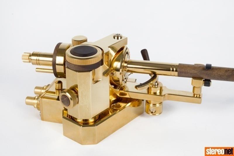 Auris Audio ra mắt mẫu tay cần đầu tay Tangenta HAWK