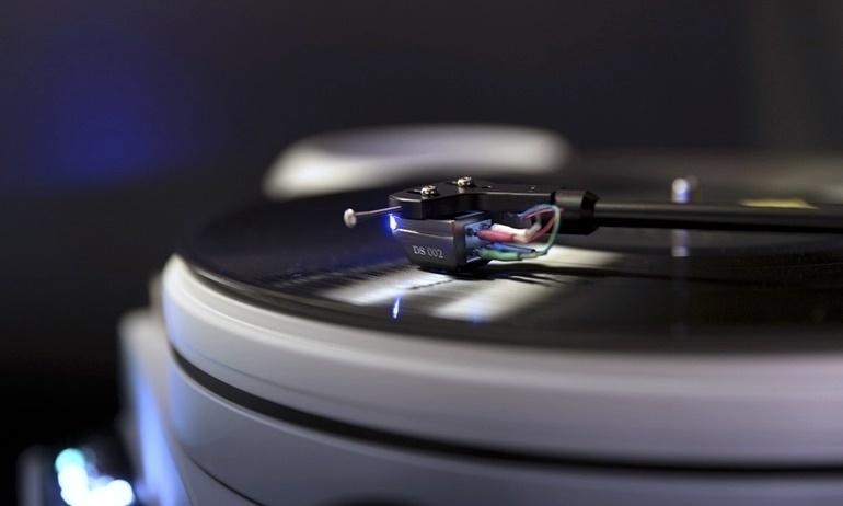 Thưởng thức âm nhạc từ hệ thống dùng cartridge quang DS Audio DS002