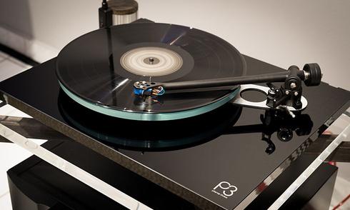 Vinyl thắng lớn trong năm 2020, CD tiếp tục tuột dốc