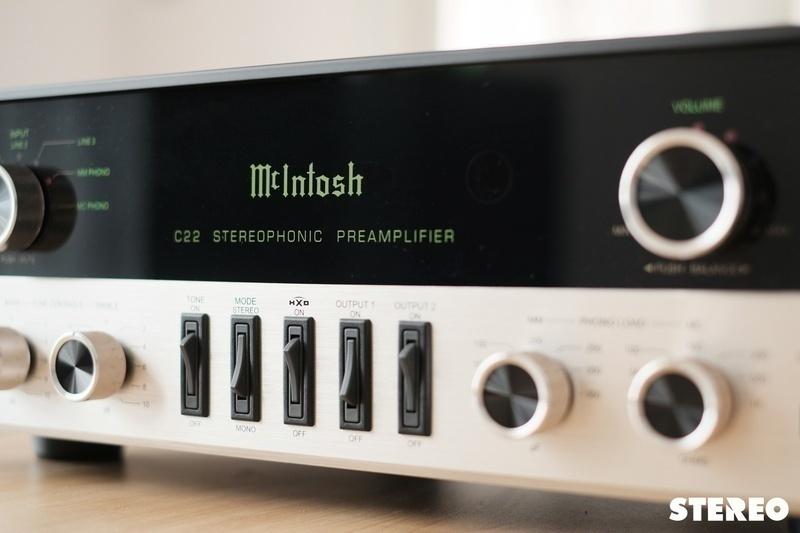 Preamp đèn McIntosh C22 Mk V: Nhiều công nghệ hiện đại trong thiết kế hoài cổ