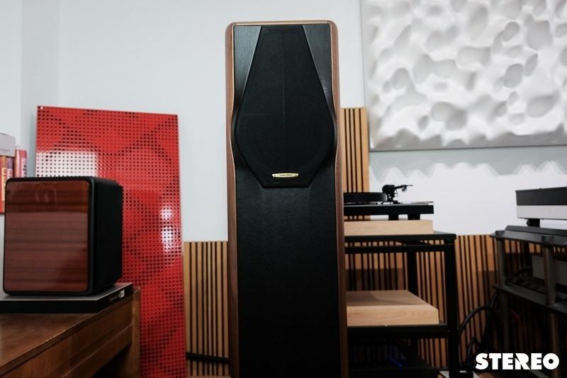 Sonus Faber Maxima Amator: Loa cột với thiết kế 2 đường tiếng độc đáo