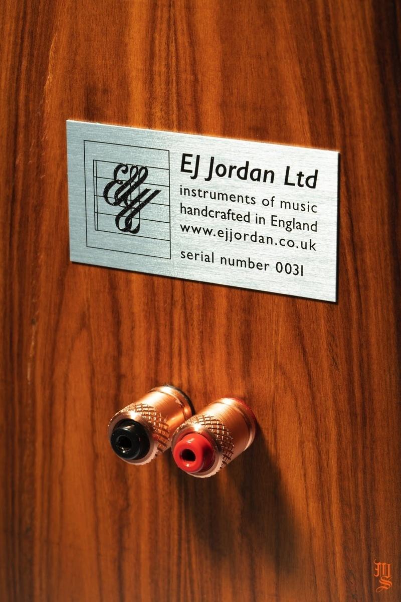 EJ Jordan Marlow: Đôi loa lấy cảm hứng từ thiết kế thùng loa BBC