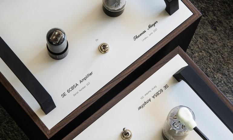 Thomas Mayer hé lộ hệ thống ampli đồ sộ dùng đèn 6CB5A