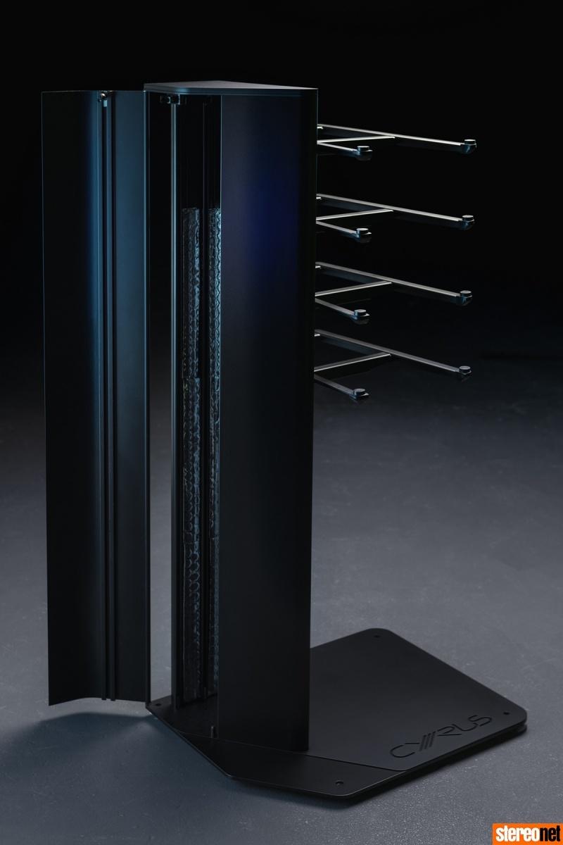 Cyrus ra mắt bộ kệ máy Hark III dành cho XR Series