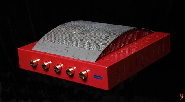 Rogers giới thiệu phiên bản đặc biệt dành cho ampli tích hợp E40AII LE