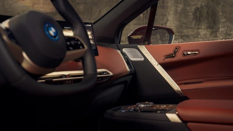 BMW trình làng xe ô tô điện đầu tiên với hệ thống âm thanh đầu bảng từ B&W