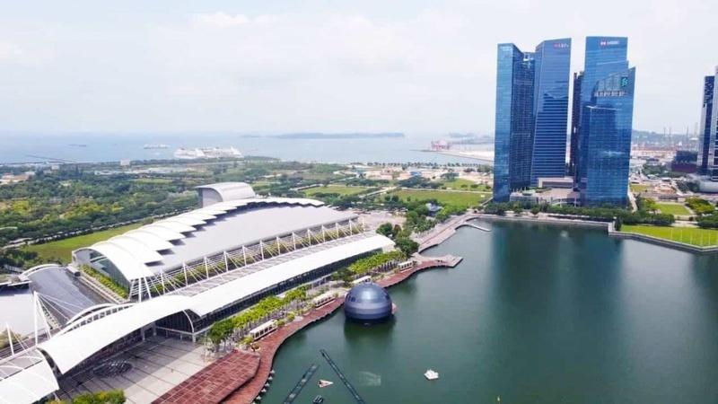 Chiêm ngưỡng cửa hàng Apple ngoạn mục đầu tiên trên mặt nước ở Singapore