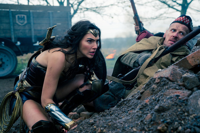 Đã có lời giải cho cách giấu kiếm bí ẩn của Wonder Woman.