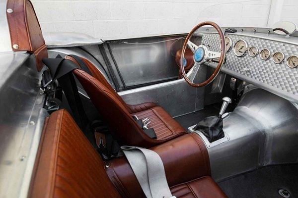 Tojeiro California Spyder: Mẫu xe đua động cơ trước duy nhất của John Tojeiro